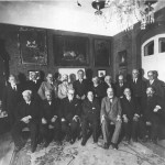 Nahum_Sokolow_with_the_participants_of_the_first_World_Zionist_Congress_at_Heschel_Farbstein's_house_in_Jerusalem_1938_I