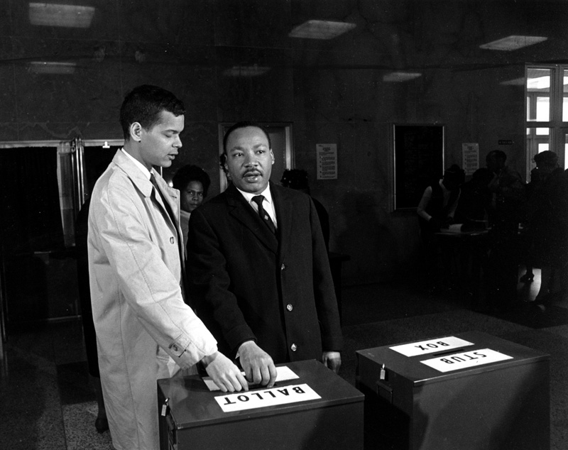 julian-bond-with-king-vode