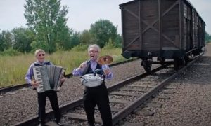 'Saul & Ruby: To Life!' tells the story of Holocaust survivors Saul Drier and Ruby Sosnowicz who started a band to honor the victims of the Holocaust.